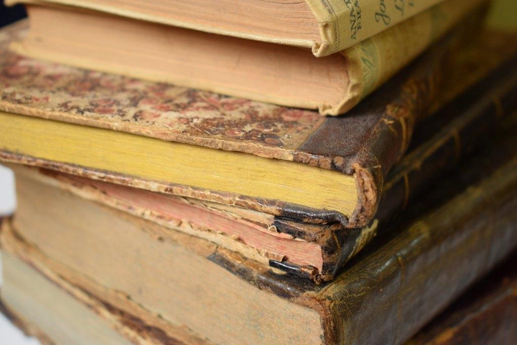 knjige, hrpa knjiga, stare knjige