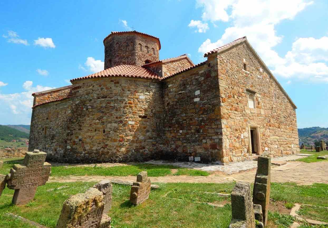 Petrova crkva u Rasu, staro groblje kraj crkve
